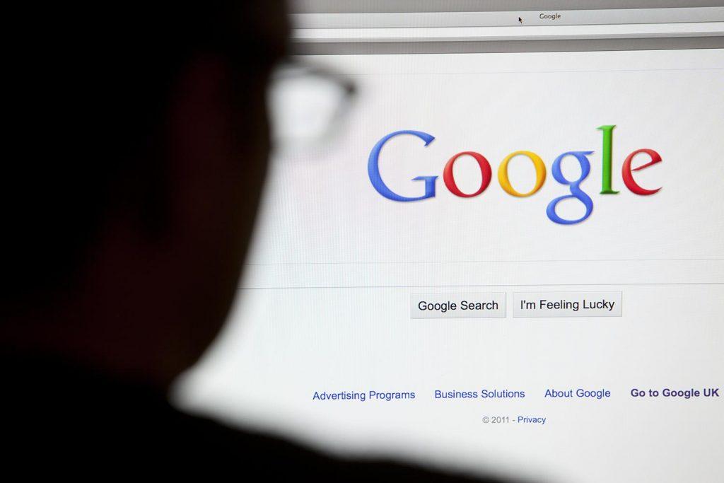 Menggunakan Mesin Pencarian Google Secara Spesifik