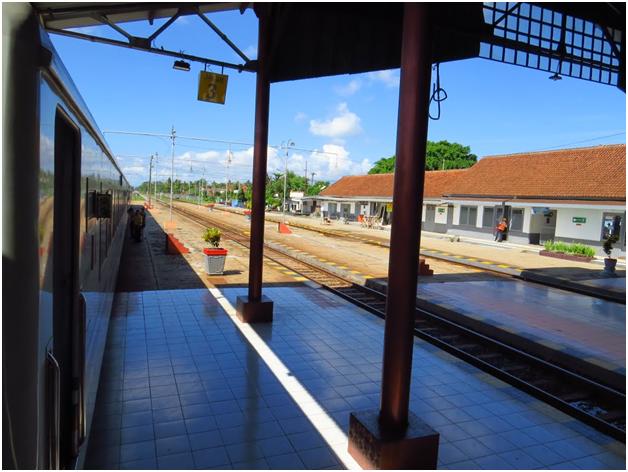 Stasiun Kroya Salah Satu Yang Terpadat di Indonesia dan Unik