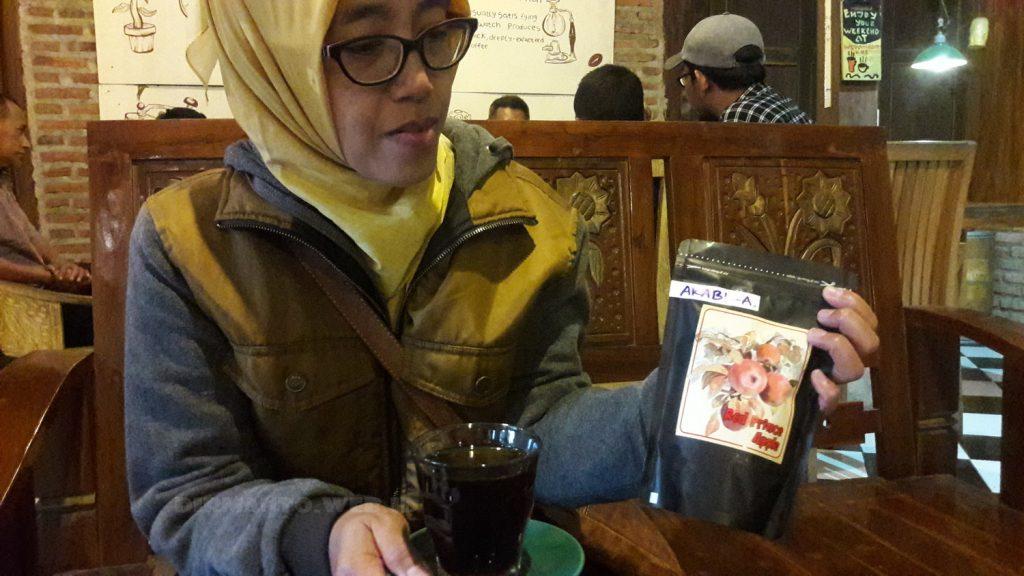 Nikmatnya Ngopi di Cafe Kopi WedanganKoe