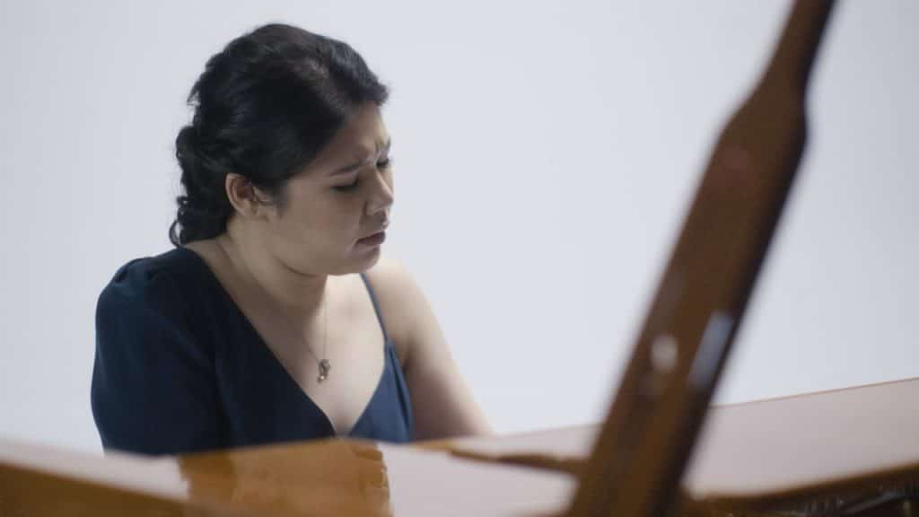 Edith Widayani: Pianis Penuh Pesona Mengalunkan Kisah Cinta Abadi